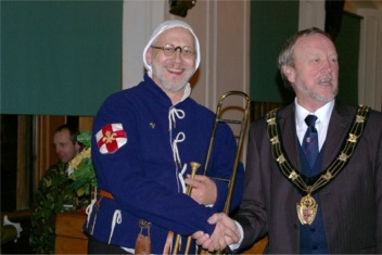 Al Garrod, Master of the City of Lincoln Waites, with Cllr Ron Hills, the Mayor of Lincoln, photographed by Susan McEwan